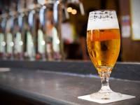 Durante verão, brasileiro gasta 60% mais com consumo de cerveja fora do lar